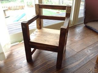楓ちゃん椅子.JPG